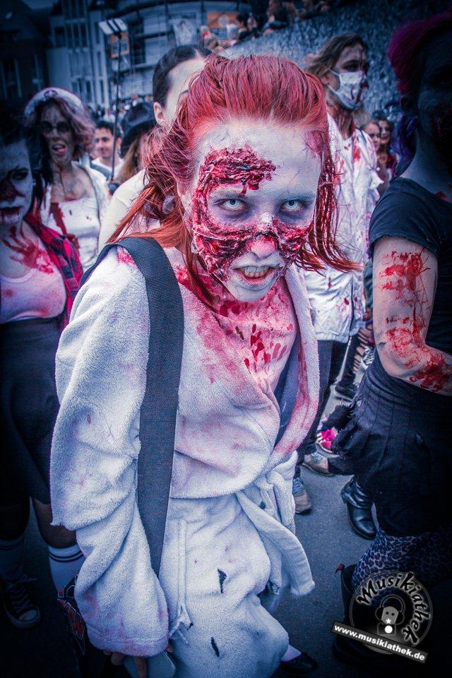 Die 23 coolsten Halloween Kostüme & Makeup zum Thema Zombie-1