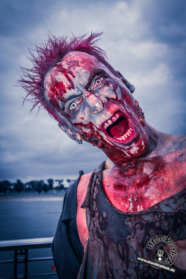 Die 23 coolsten Halloween Kostüme & Makeup zum Thema Zombie-15