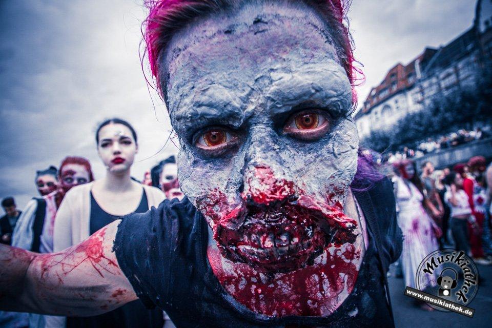 Die 23 coolsten Halloween Kostüme & Makeup zum Thema Zombie-16