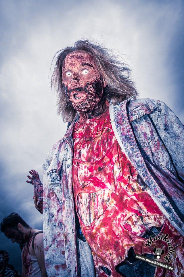 Die 23 coolsten Halloween Kostüme & Makeup zum Thema Zombie-17