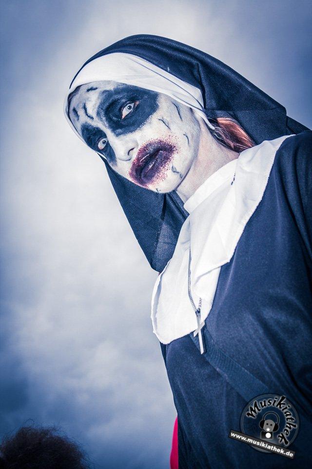 Die 23 coolsten Halloween Kostüme & Makeup zum Thema Zombie-18
