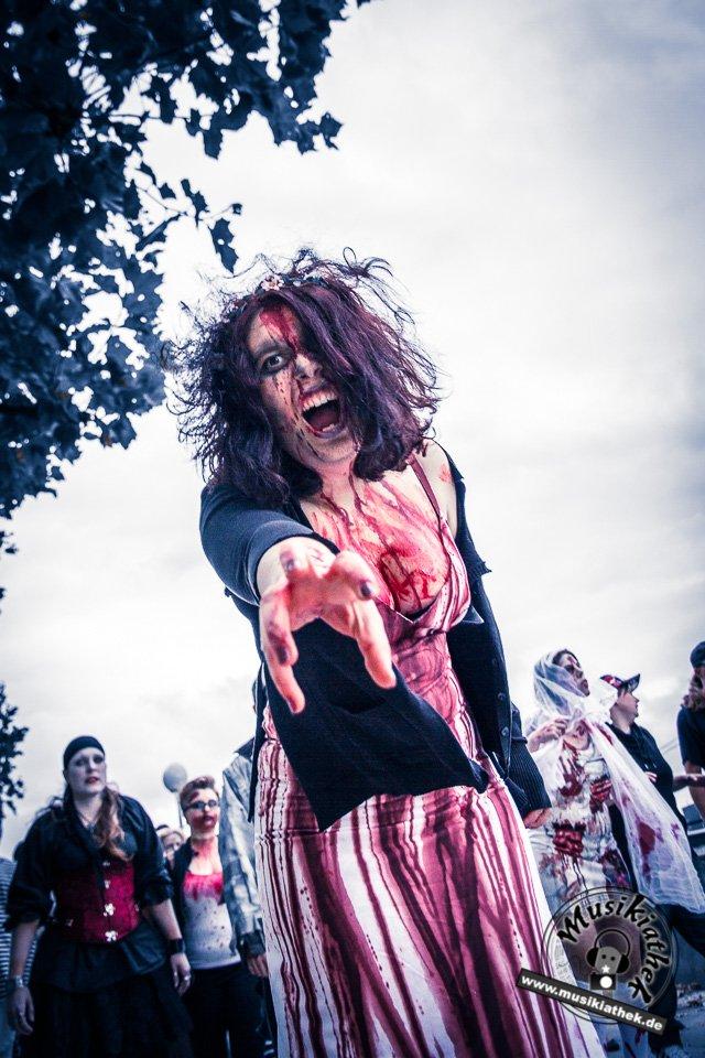 Die 23 coolsten Halloween Kostüme & Makeup zum Thema Zombie-22