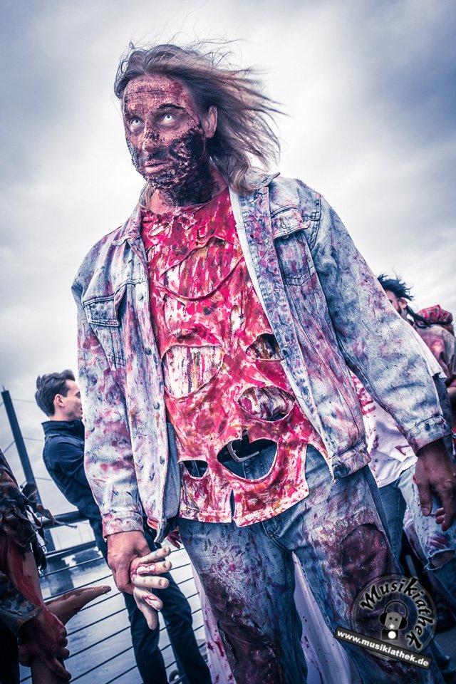 Die 23 coolsten Halloween Kostüme & Makeup zum Thema Zombie-4