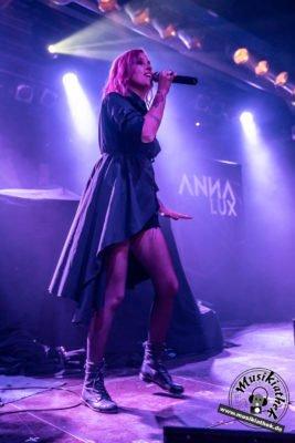 Anna Lux-14