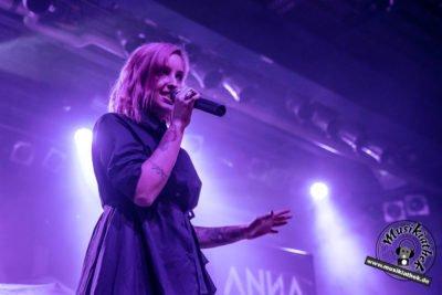 Anna Lux-15
