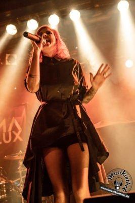 Anna Lux-30