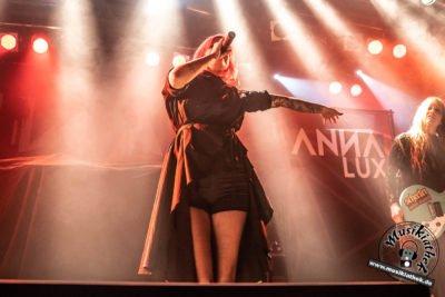 Anna Lux-32