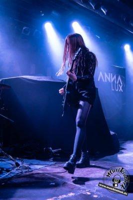 Anna Lux-9