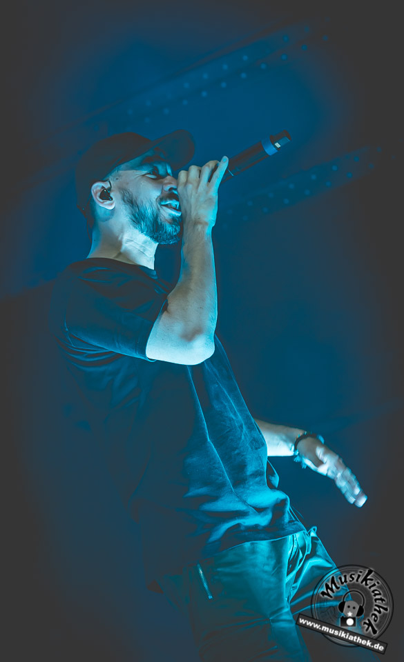 Mike Shinoda by David Hennen, Musikiathek-1