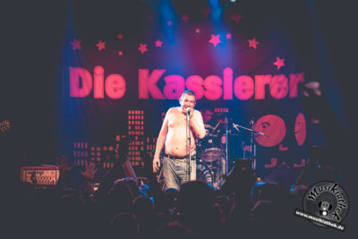 Die Kassierer by David Hennen, Musikiathek-38