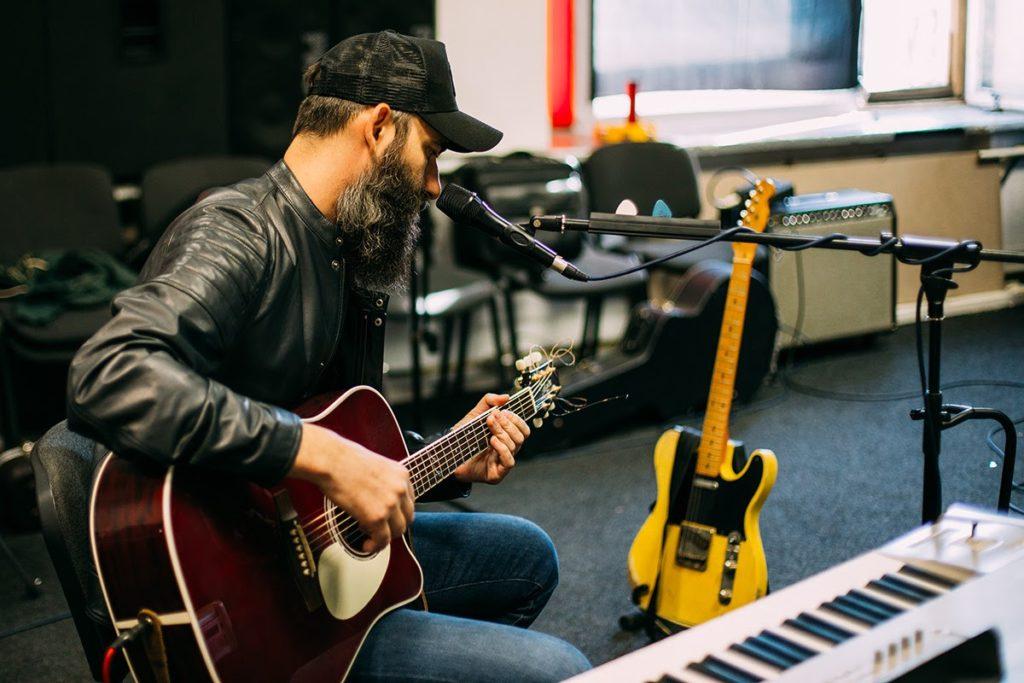 """""""Machete"""" startet neu durch - Mikhail Peleg sprach über ein Musikvideo zu drehen und die Veröffentlichung neuer Musikalben"""