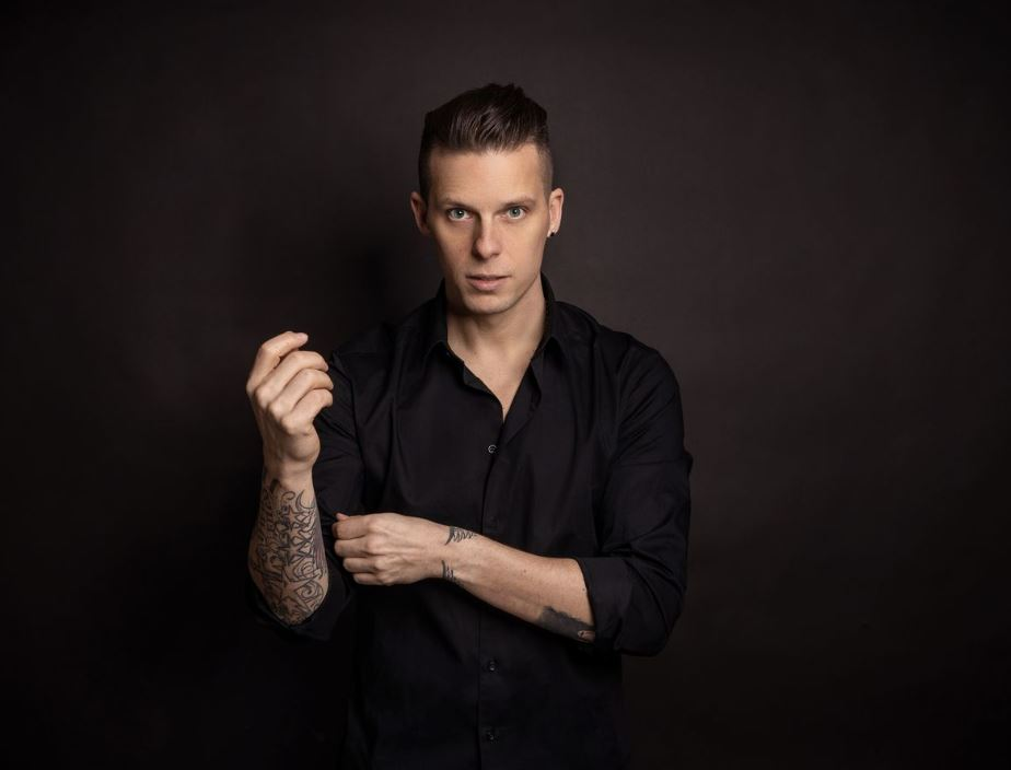 "the dark tenor @Alexandra Maria Sira - The Dark Tenor Streaming-Konzerte: ""Zahl soviel du willst!"""