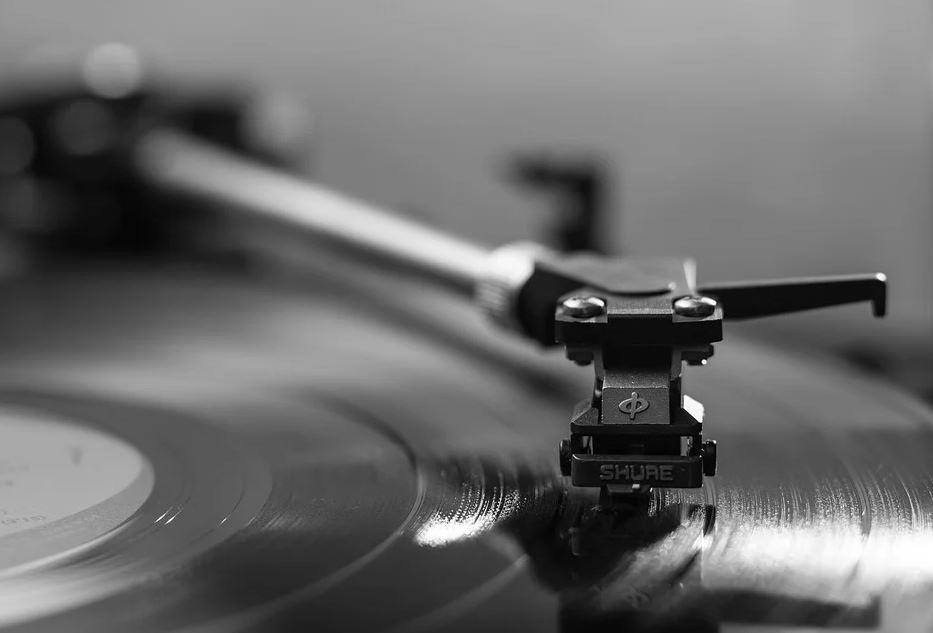 pixabay plattenspieler - Neuauflage der Plattenspieler: Vinyl ist immernoch beliebt bei Bands und DJs
